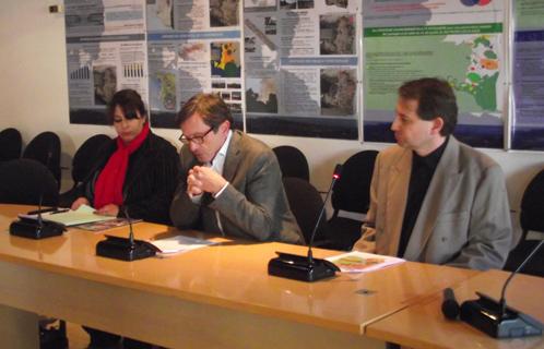 L'association Autisme PACA ouvre une permanence juridique, annonce faite en présence du député-maire jean-Sébastien Vialatte, de Jean-Marc Bonifay et de Virginie Raymond.