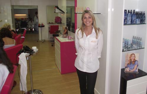 Six fours eco chos camille albane prend ses quartiers for Salon de coiffure camille albane