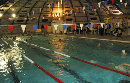 Des kilom tres de nage pour le t l thon la piscine for Piscine six fours