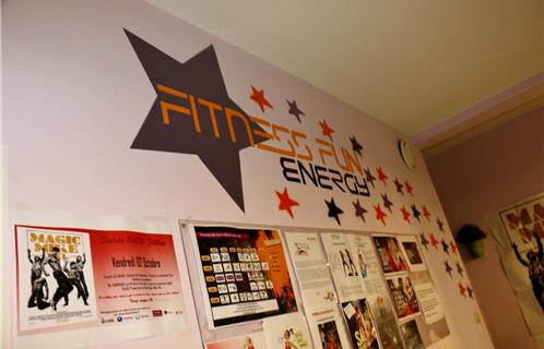 six fours fitness fun energy 100 femmes 100 fun. Black Bedroom Furniture Sets. Home Design Ideas