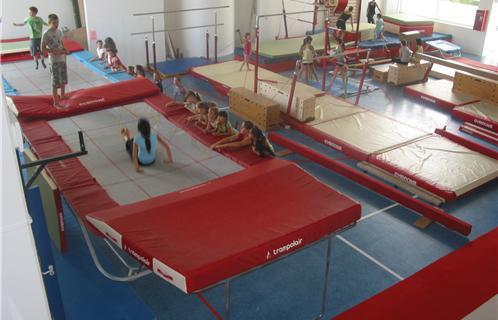 stages d 39 t gymnastique pour tous six fours. Black Bedroom Furniture Sets. Home Design Ideas