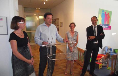 L'inauguration de la maison des familles s'est effectuée en présence du maire Jean-Sébastien Vialatte, Marion Nicolay (deuxième adjointe),Véronique Bellec (CAF) et Joseph Mulé (premier adjoint).