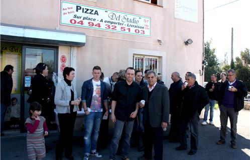 Six fours commerce la pizzeria del stadio inaugur e - Garage renault la seyne sur mer ...