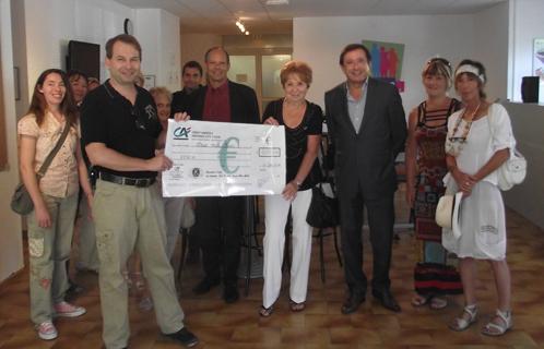 Le kiwanis de Six-Fours a remis un chèque de 2.000€ à l'association Autisme PACA en présence du député-maire Jean-Sébastien Vialatte.