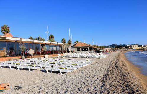 شاطئ بامبليون مدينة سان تروبيه