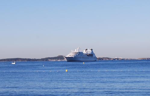 Tourisme le seabourn legend a fait halte sanary - Office du tourisme sanary sur mer ...
