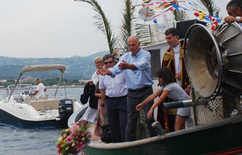 Une cérémonie en mer s'est déroulée en présence du Saint-Joseph.